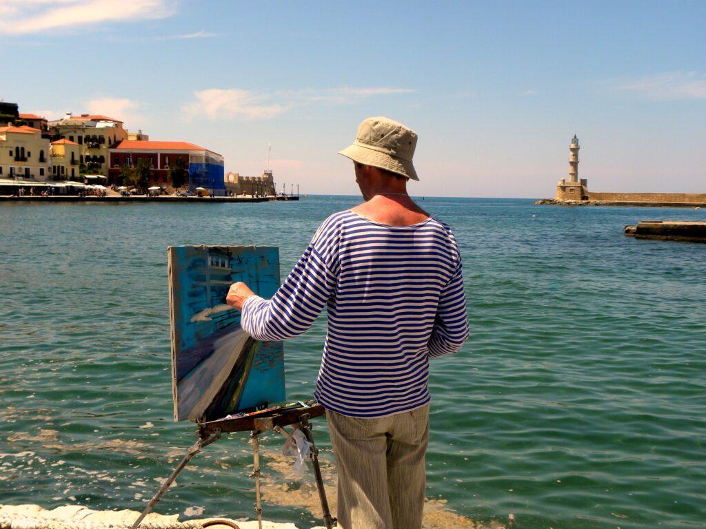 Eine Person steht an einem Pier und malt diesen
