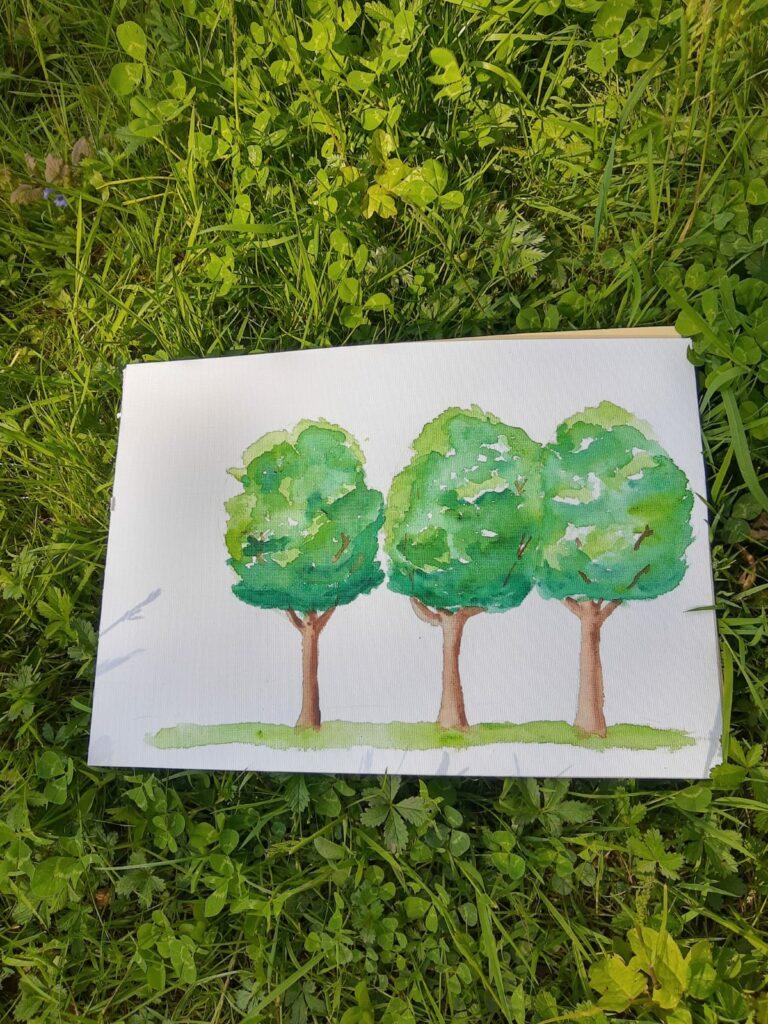 Ein Aquarellbild: eine kleine Baumgruppe